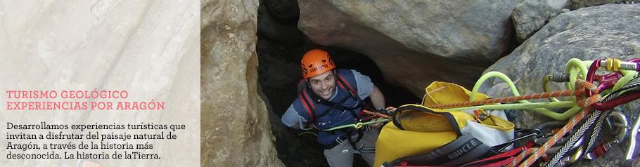 Actividad de turismo geológico en el parque geológico de Aliaga, Teruel.