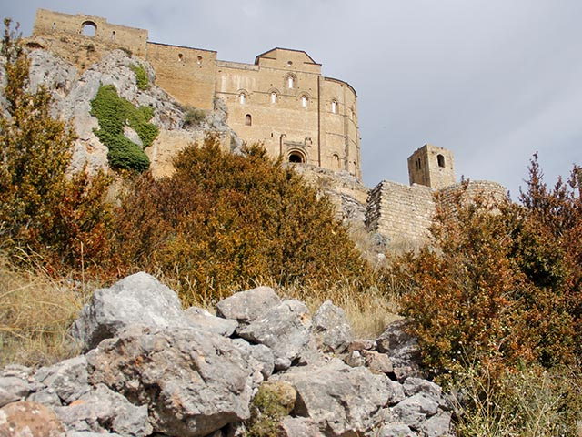 Detalle de la muralla del castillo de Loarre en Huesca, Aragón