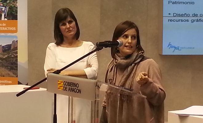Olga dando una charla