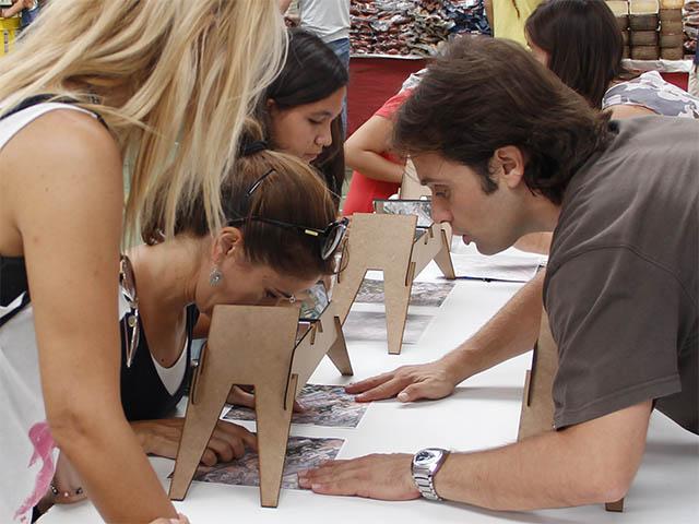 Mujeres realizando el taller de etereoscopio