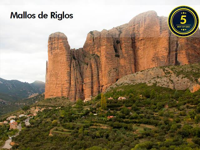 Vista del punto de interés geológico de los Mallos de Riglos en Huesca, Aragón