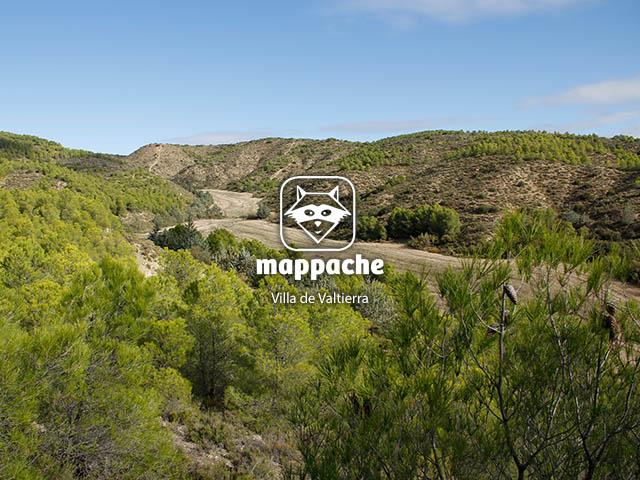 """Vista de un barranco de fondo plano en el sendero """"ruta del silencio"""" de Valtierra, Navarra"""