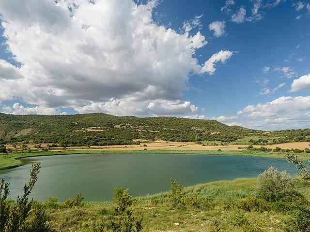 Vista de las lagunas de Estaña en el Montsec , Huesca, Aragón