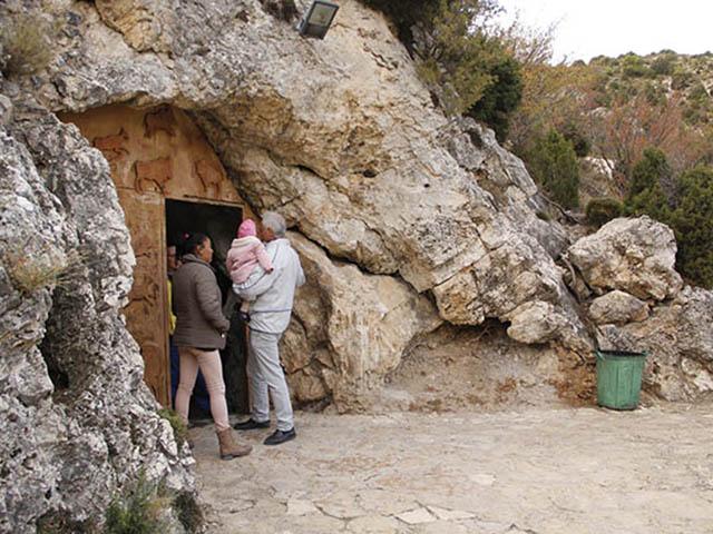 Entrada de las grutas de cristal de Molinos (Teruel)
